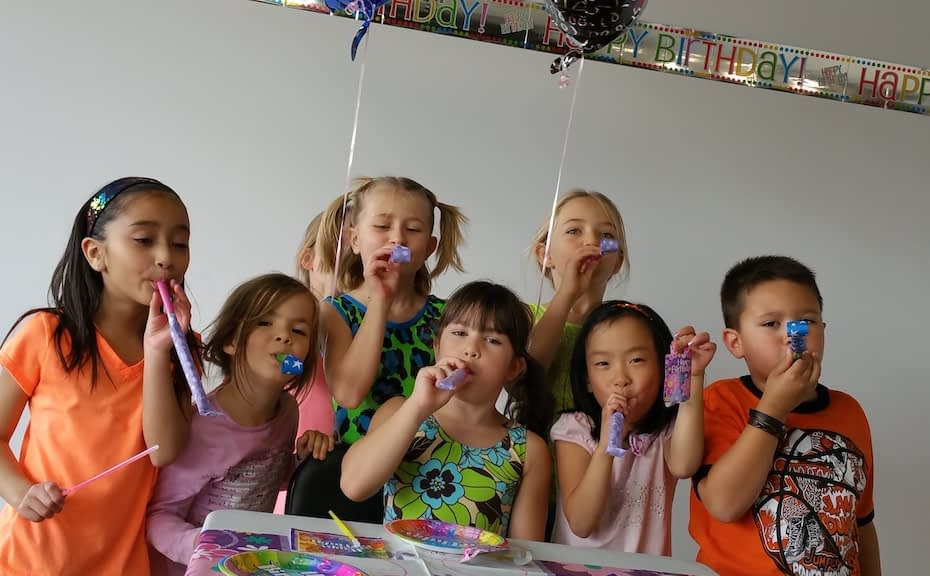 kids enjoying party